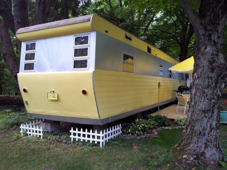 Classic Vintage mobile home - American modern insurance